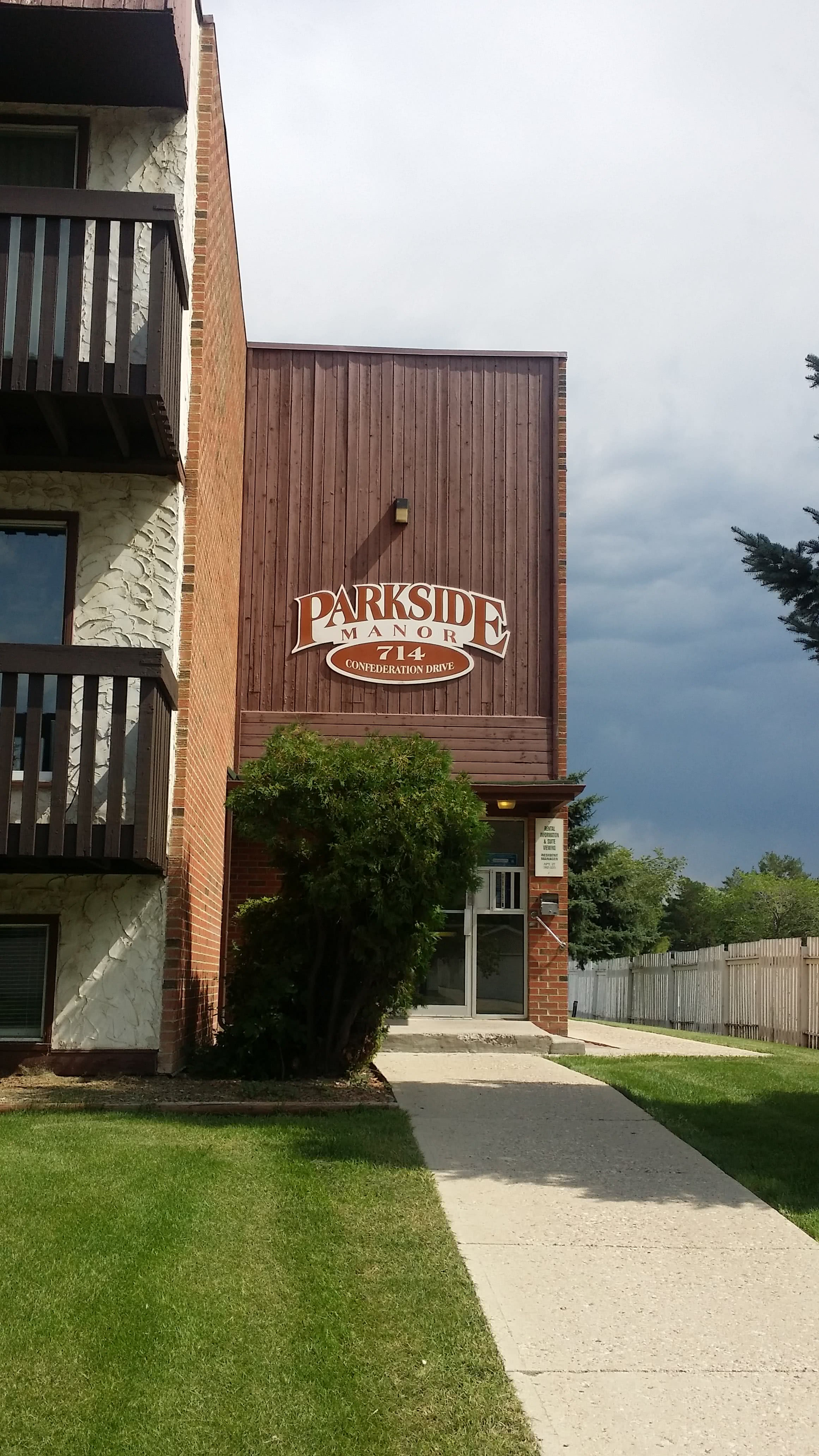 Parkside Manor – 714 Confederation Drive