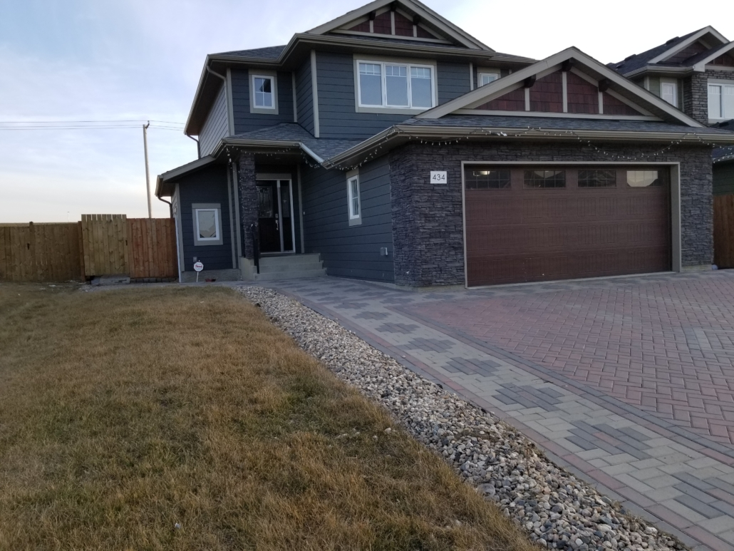 3 Beds & 2.5 Baths Modern Style House in Rosewood Area