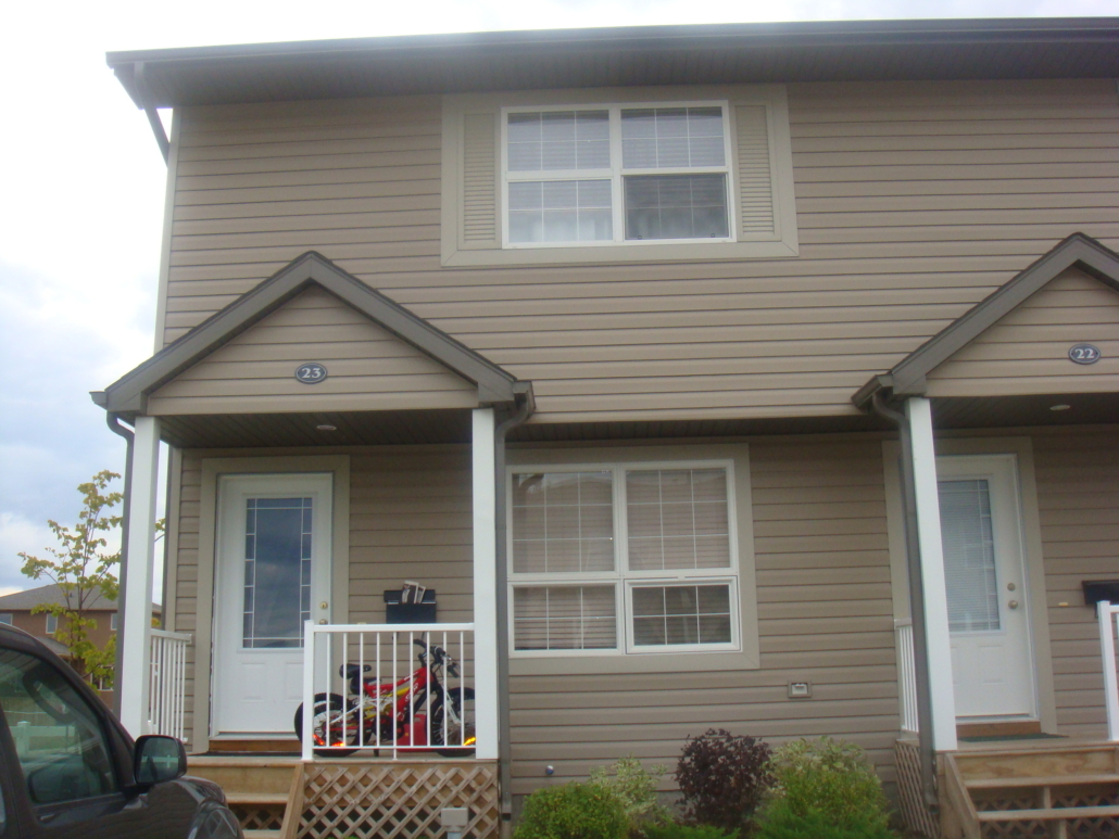 3 Beds & 1 Bath Townhouse Style Condo In Martensville