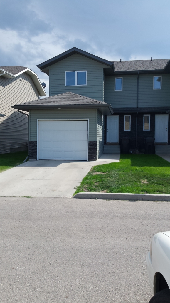 3 Beds & 2.5 Baths Townhouse Style Condo In Warman