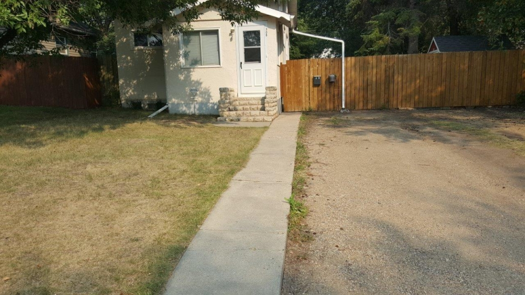 1 Beds & 2 Baths Single Family House in Westmount Area