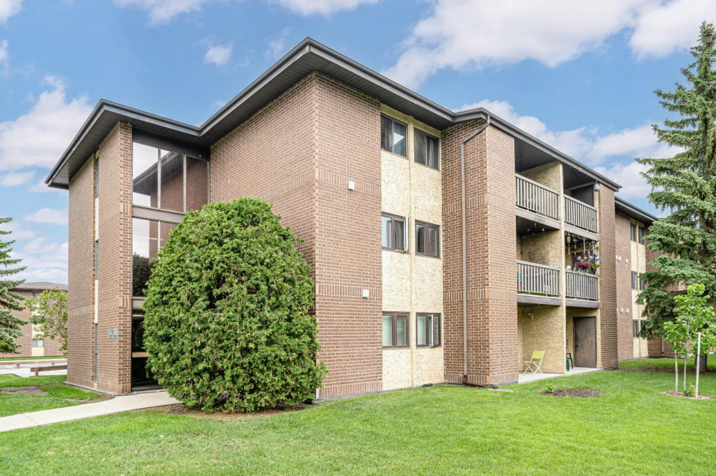 2 Beds & 1 Bath Apartment Style Condo In Wildwood Area